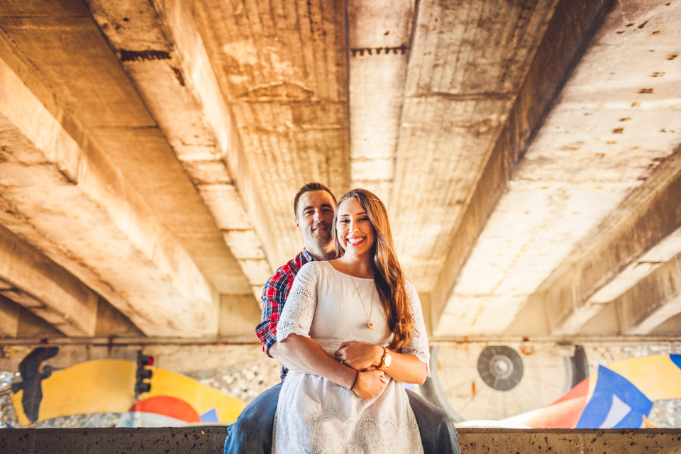 01-creative-chicago-engagment-photos-under-bridge