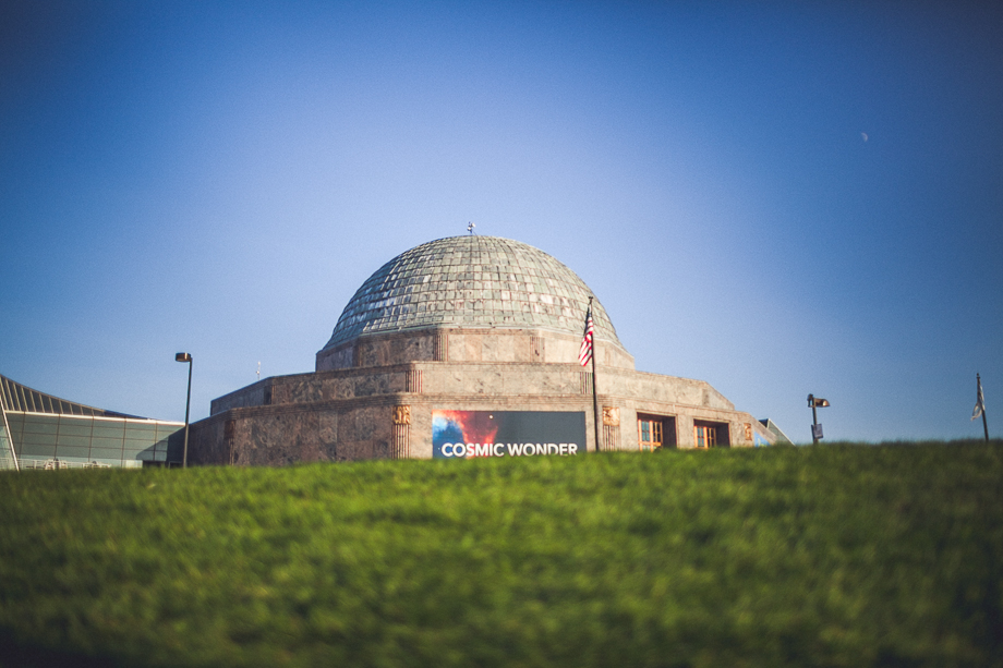 01 chicago wedding photographer peter gubernat planetarium
