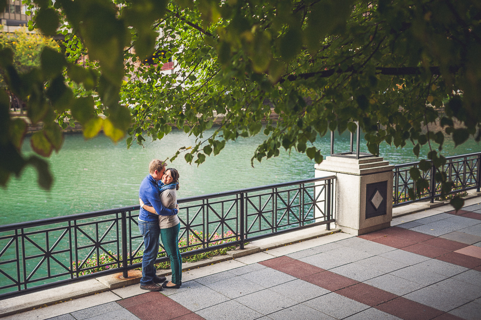 13 riverwalk chicago river peter gubernat chicago wedding photographer (14)
