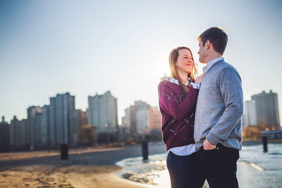 05 beautiful couple in chicago - Lindsey + Matt || Chicago Engagement Shoot