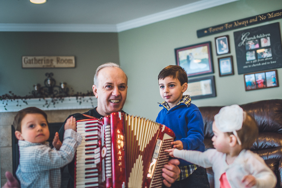 16 grandpa with grandkids during session