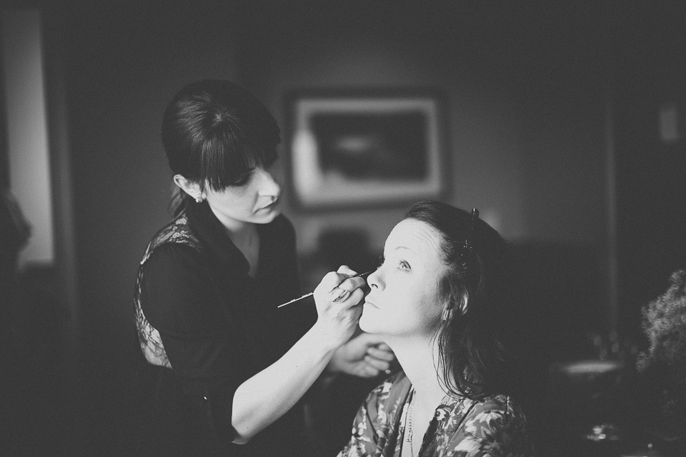 03 nikolina from moya makeup doing makeup at chicago wedding