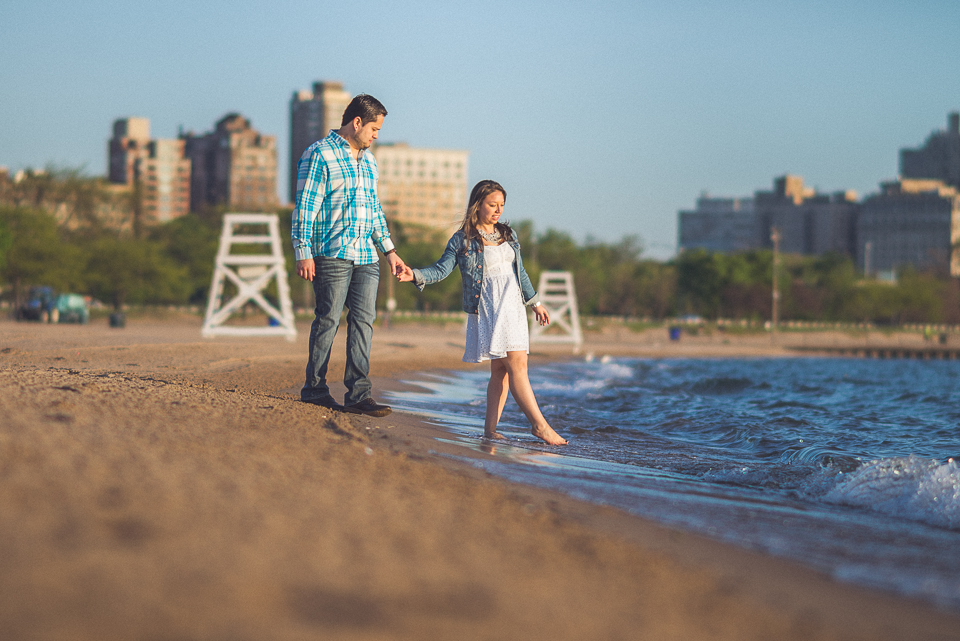 10 cold chicago engagement session water - Juan + Carla // Downtown Chicago Lakefront Engagement Session