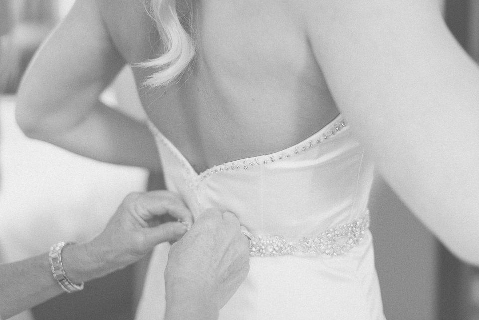 15 brides dress zipped up