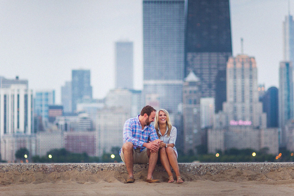04 engagemtn photos with chicago background