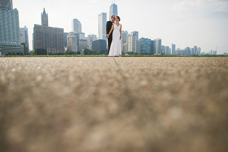 16 chicago skyline with bride and groom