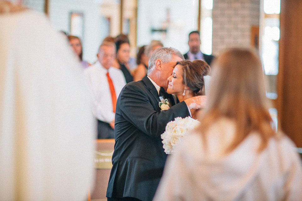 17 bride kissing father