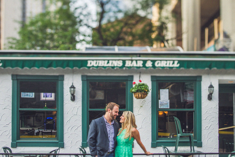 17 couples portrait by dublins bar in chicago