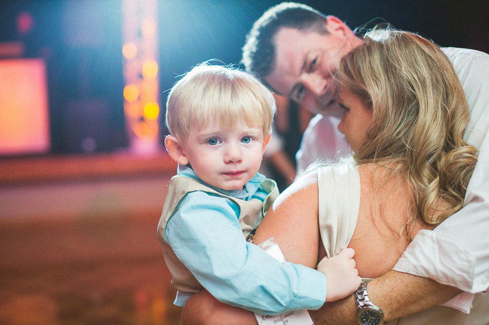 awesome family photos at wedding