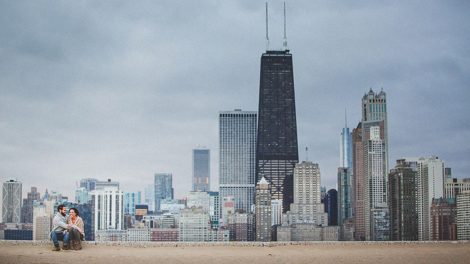 03 best chicago skyline engagement photography - Chicago Engagement Photos // Sarah + Daniel