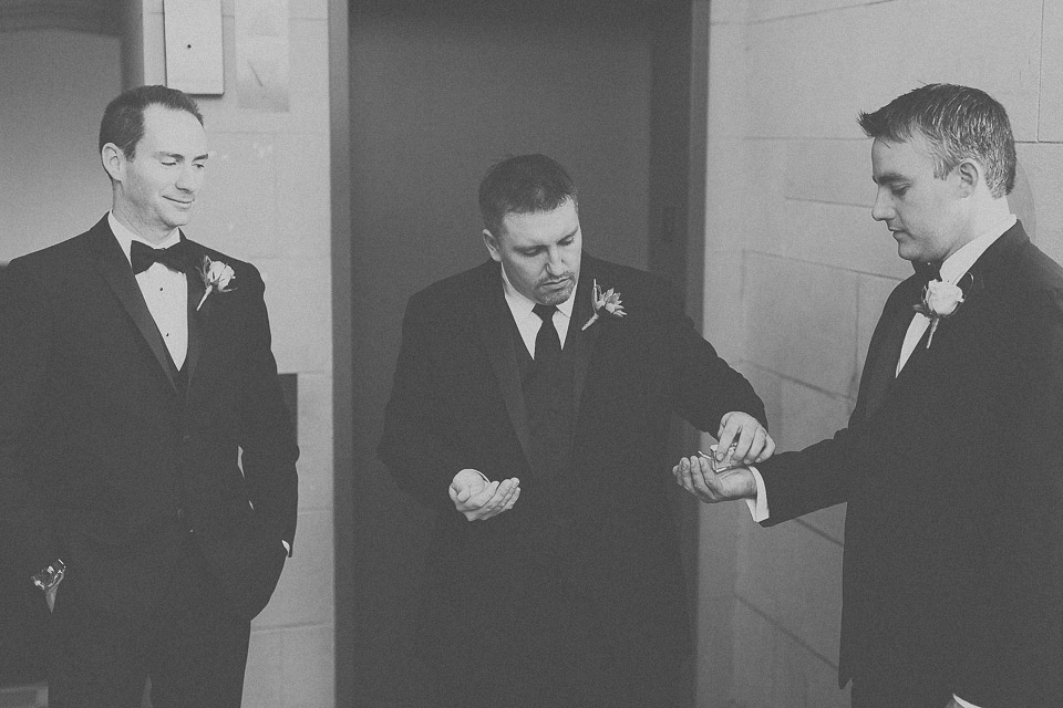 creative groomsmen photos