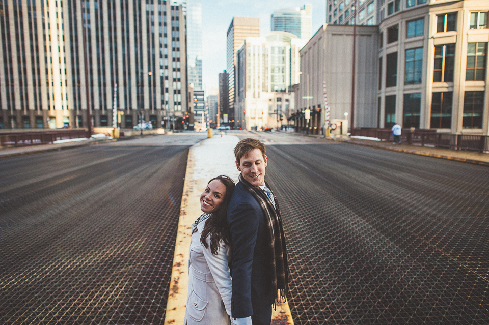 10 chicago engagement photos on bridges