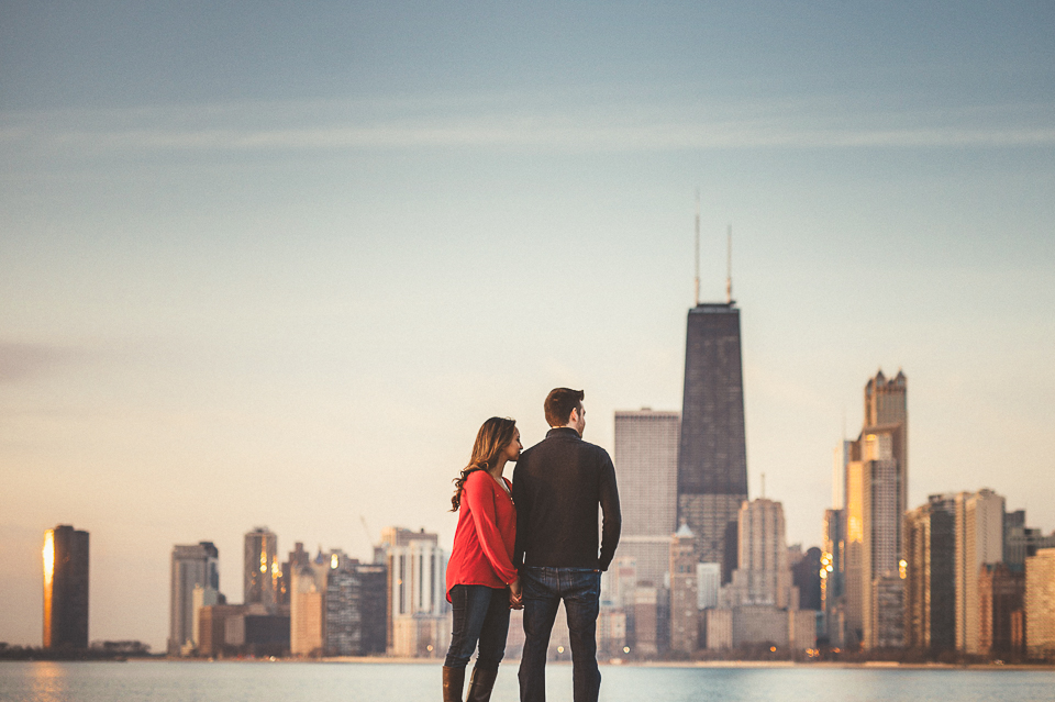 05 chicago skyline engagement photos - Downtown Chicago Engagement Photo Session // Erin + Tim