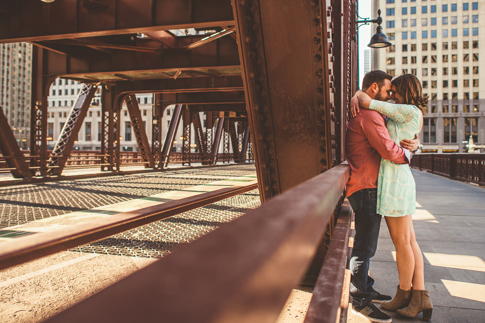 17 engagement photos on the chicago bridges