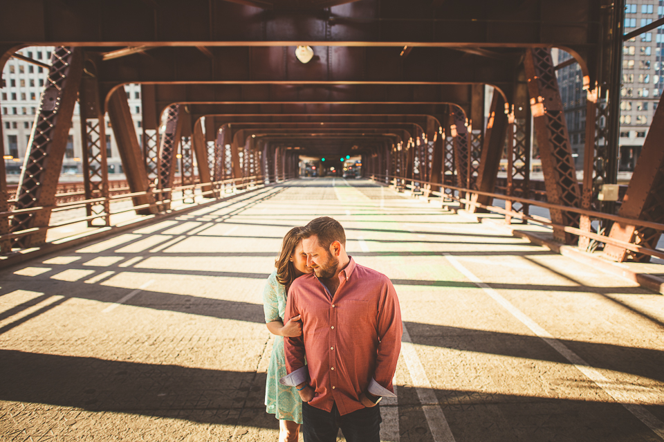 19 creative chicago engagement photos on bridges