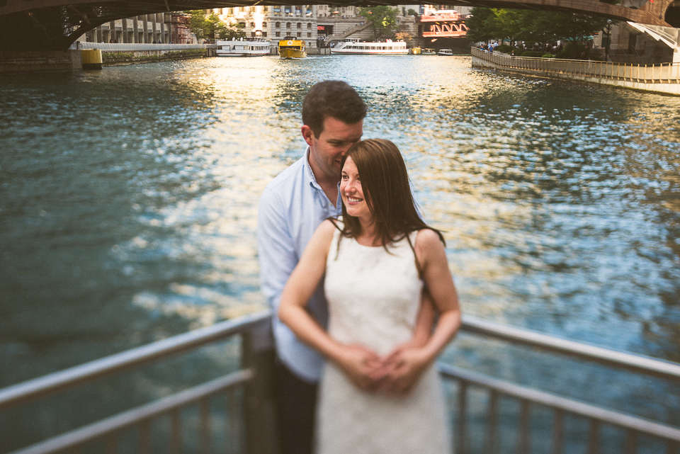 03 chicago river engagement photos