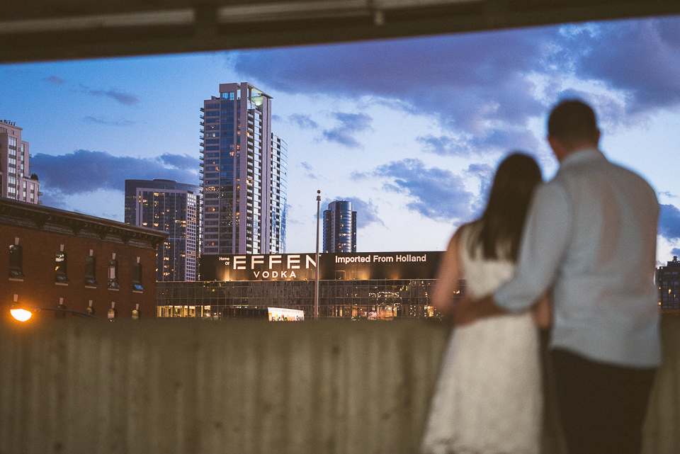 14 engagements with great chicago view - River North Engagement Session in Chicago // Heather + Mick