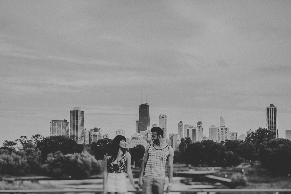 01 black and white chicago engagement portraits