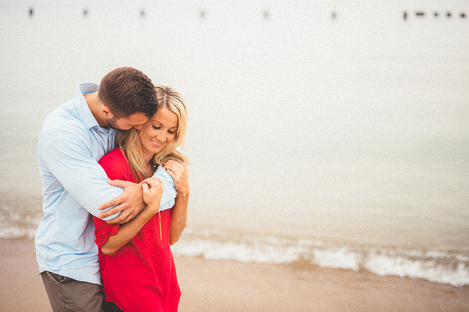 07 engagement session on the beach in chicago - Downtown Chicago Engagement Photos // Amber + Jacob