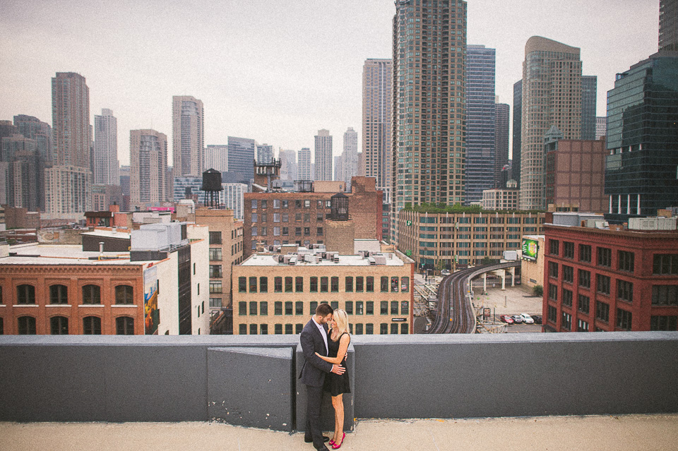 12 chicago skyline engagement photos - Downtown Chicago Engagement Photos // Amber + Jacob