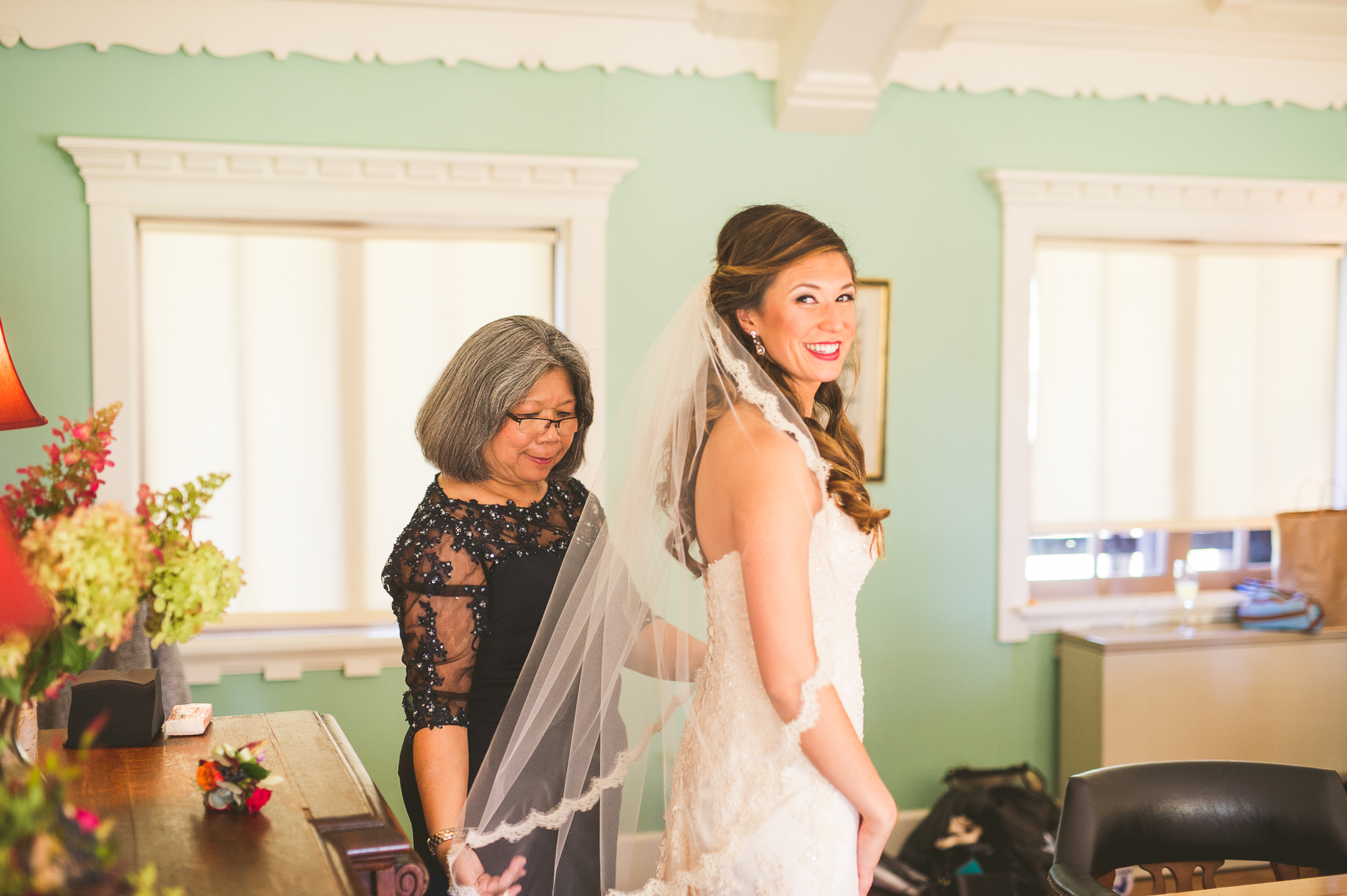 01 bride getting ready - Mandy + Mike // Amazing Wedding at Stout's Island Wisconsin Preview