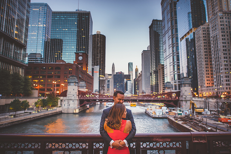 06 engagement photos on the bridges in chicago