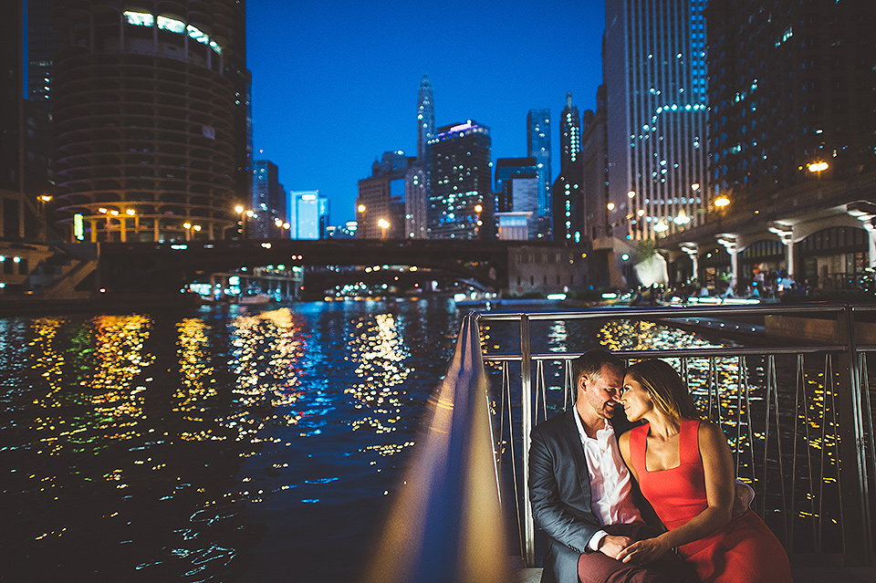 10 engagement photos at night in chicago