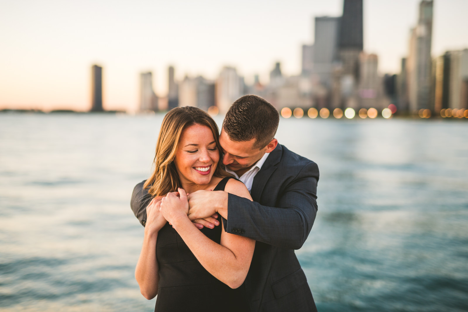 09-lakefront-engagement-photos-in-chicago