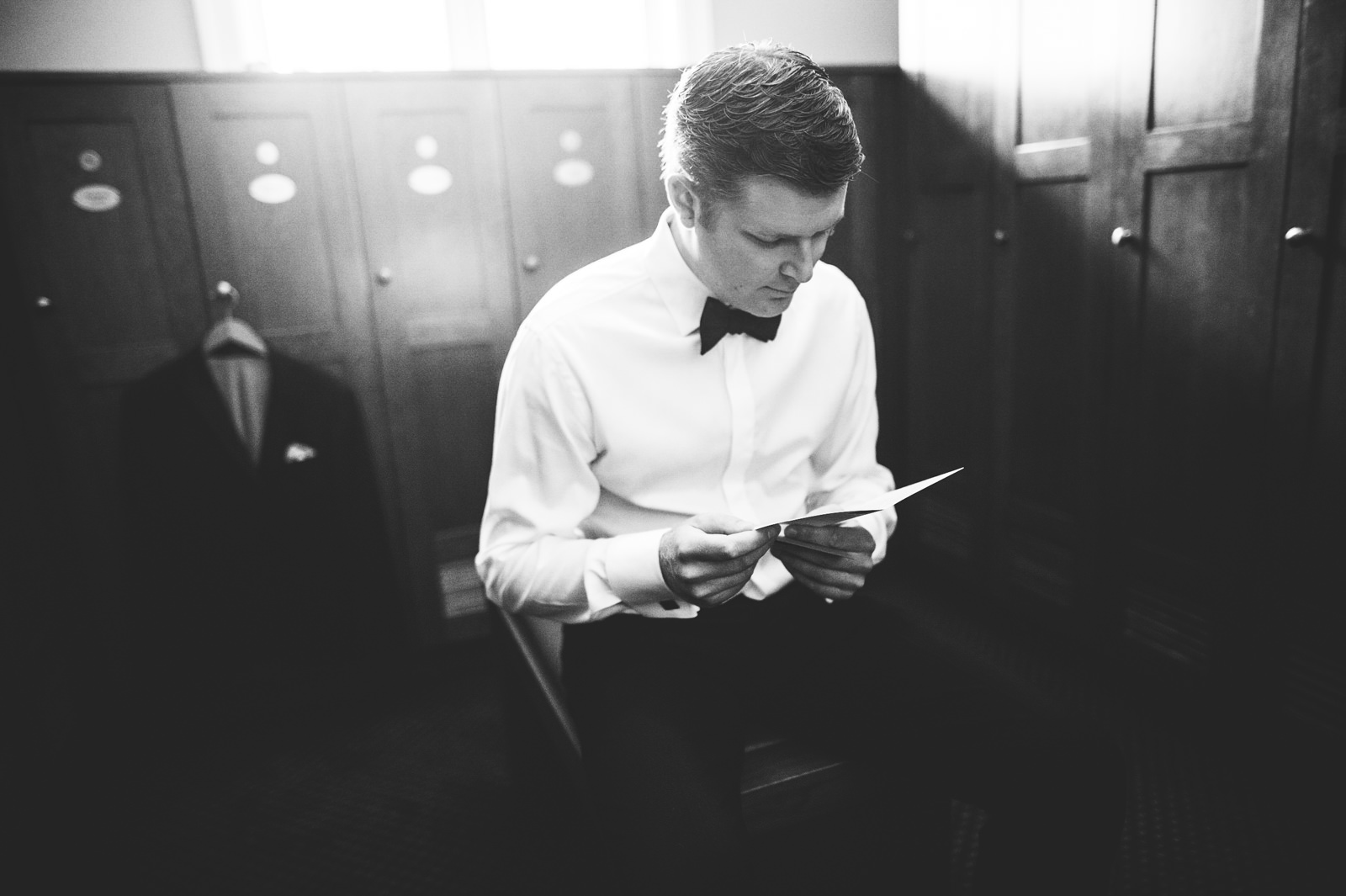 19-groom-reading-note