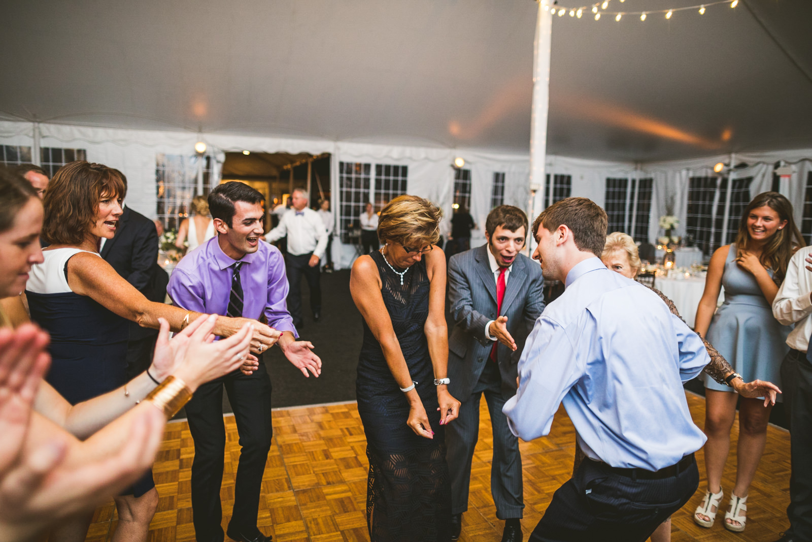 85-guests-dancing-at-wedding
