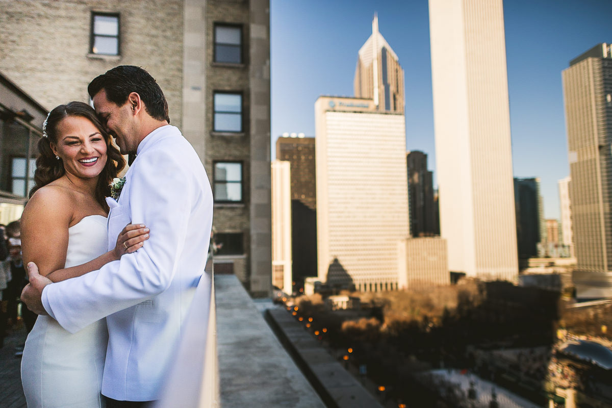 28 chicago wedding photography - Chicago Wedding Photography at Chicago Athletic Association // Alicia + Spencer