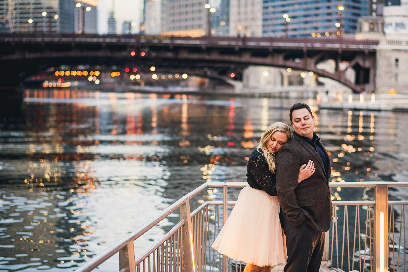 11 engagement photo inspiration - Stephanie + Rhett // Downtown Chicago Engagement Session