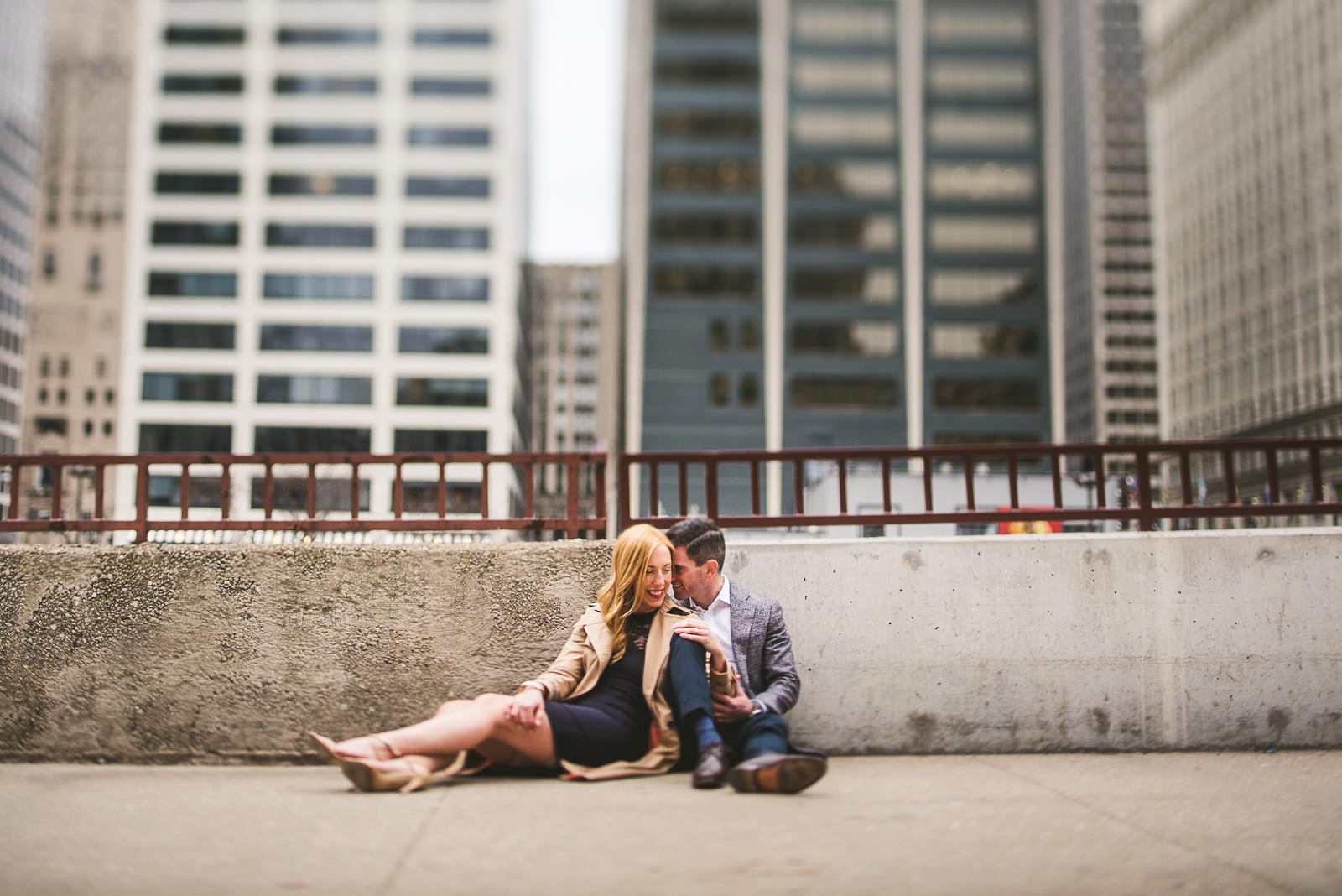 12 downtown chicago engagement photos - Megan + Bob // Chicago River North Engagement Session at Shaws Crab House