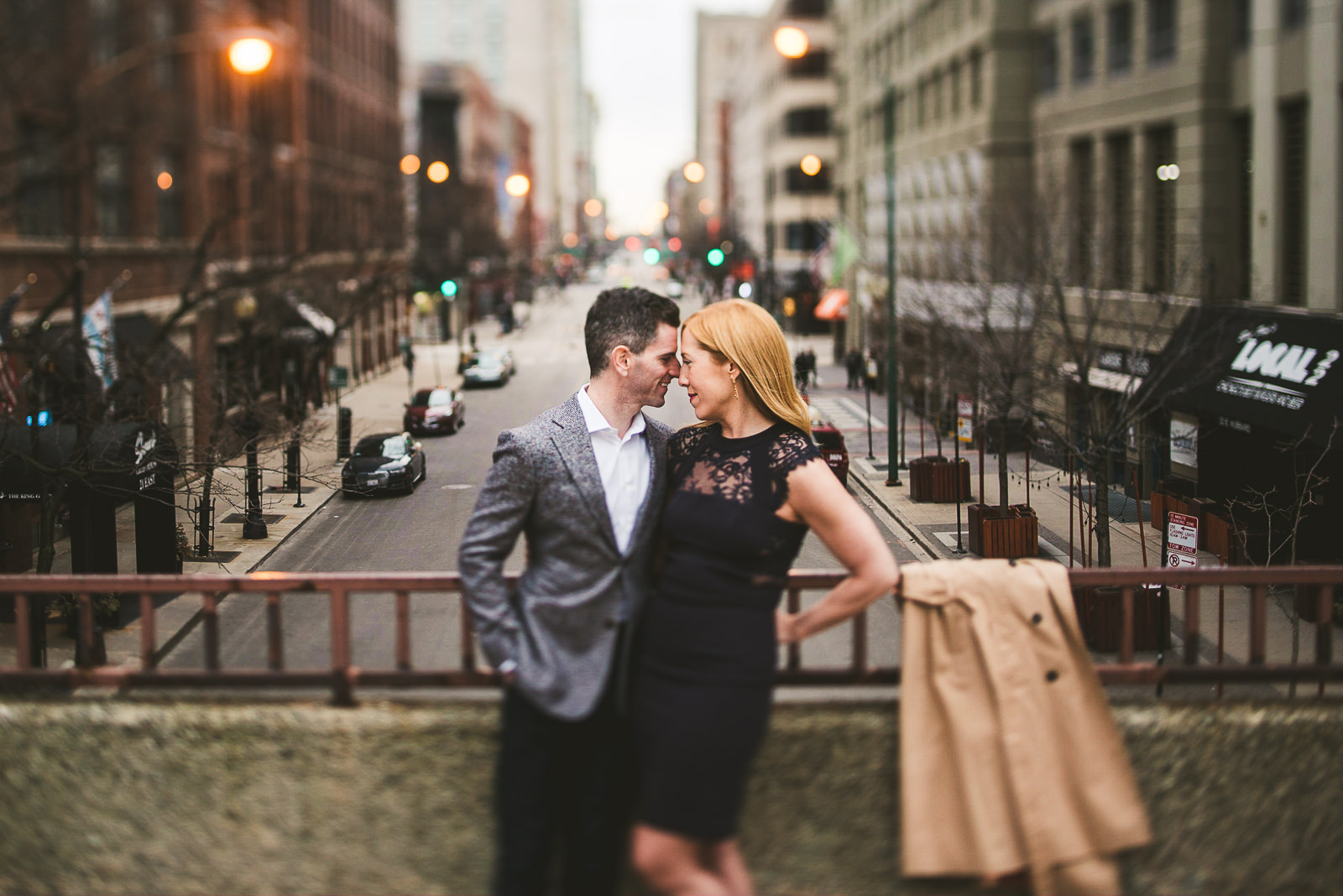 13 river north engagement photo inspiration - Megan + Bob // Chicago River North Engagement Session at Shaws Crab House