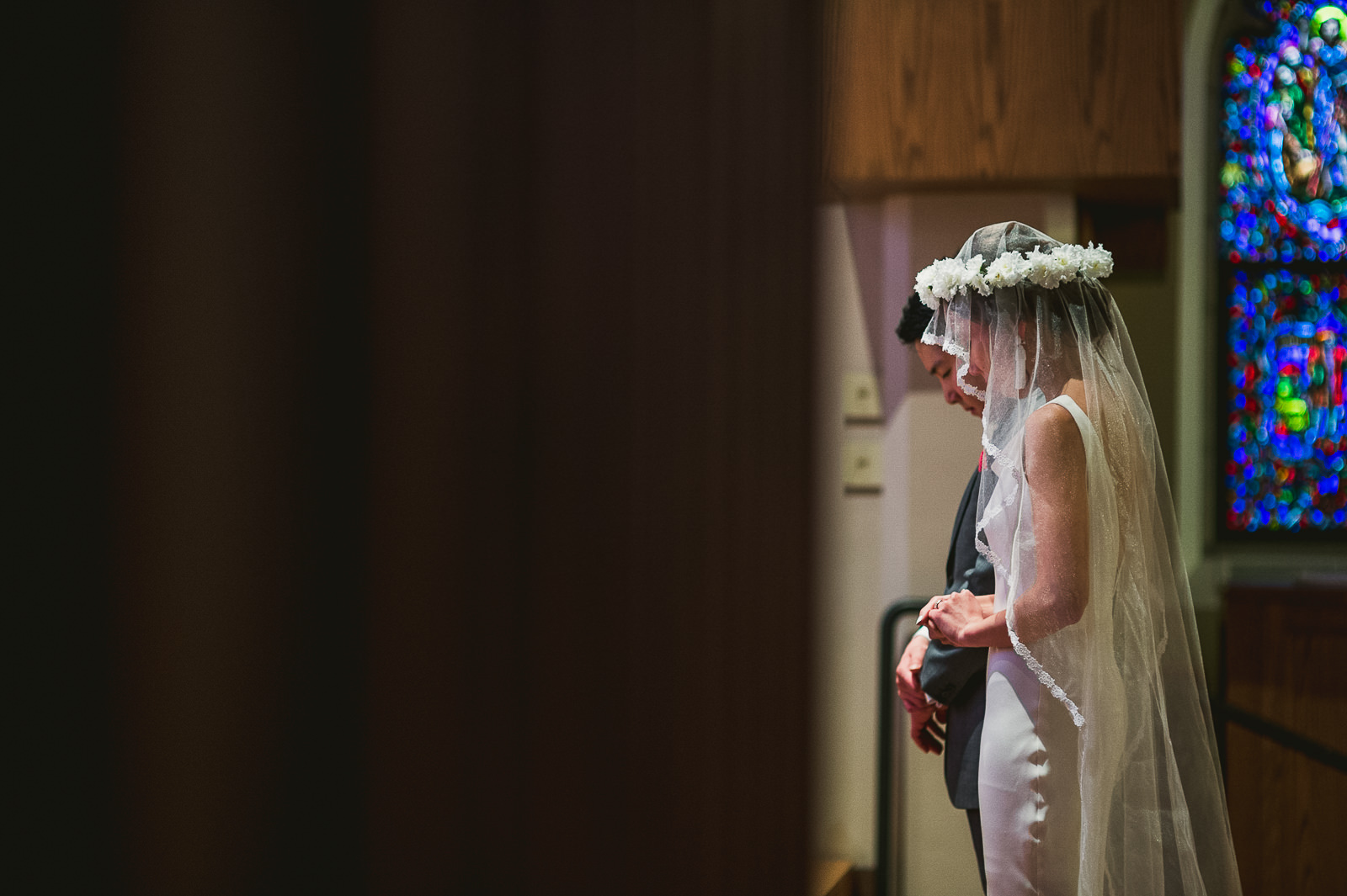 30 creative wedding photos - Rebecca + Doha // Wedding Photos at Room 1520 Chicago