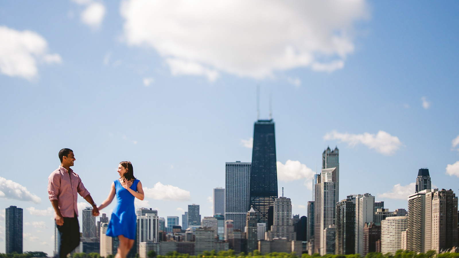 01 chicago skyline engagement photos - Lincoln Park Chicago Engagement Session at Homeslice // Kylie + Sean