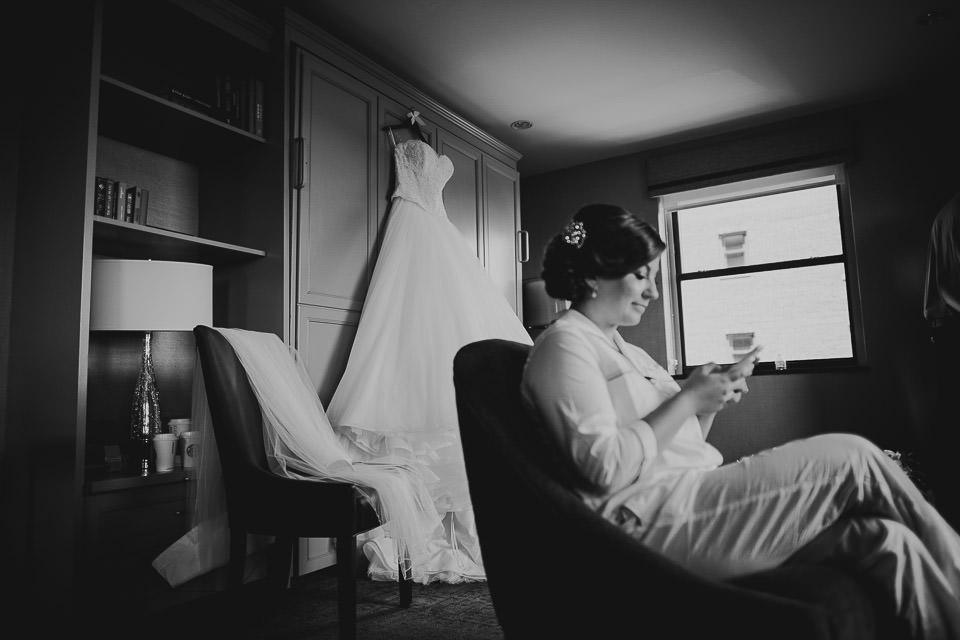 12 bride reading letter - Harold Washington Library Wedding Photos // Kasia + Chris