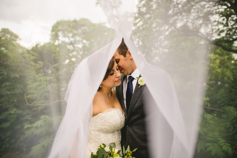 67 wedding veil photos - Harold Washington Library Wedding Photos // Kasia + Chris