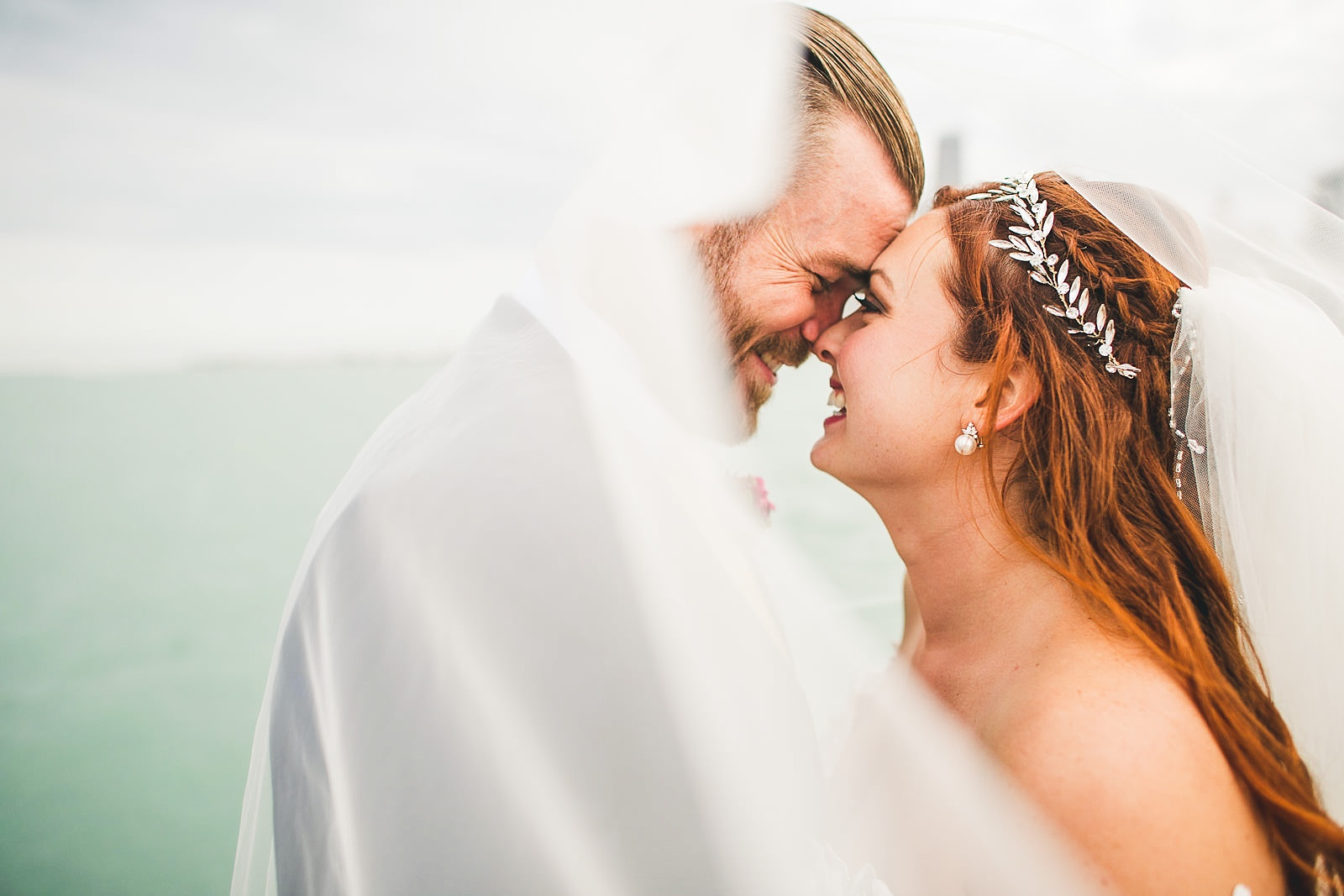 47 chicago wedding photos with veil - Hilton Chicago Wedding Photographer // Sarah + Aaron