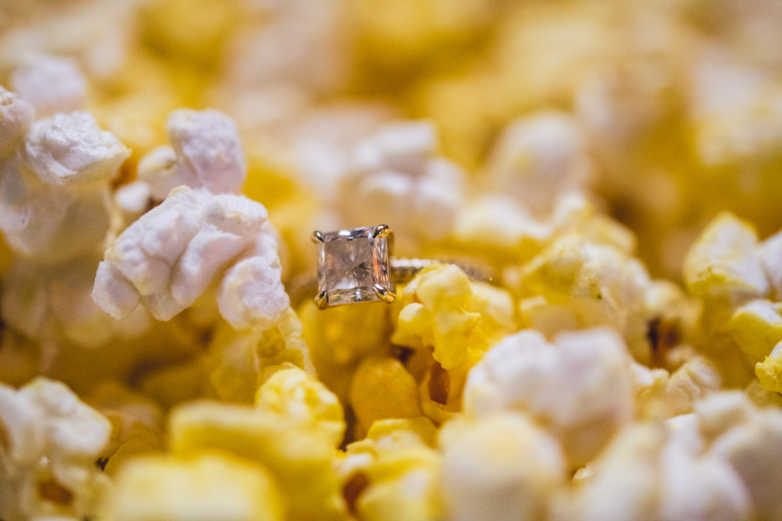15 popcorn ring - Bucktown Chicago Engagement Photos // Pearl + Ken