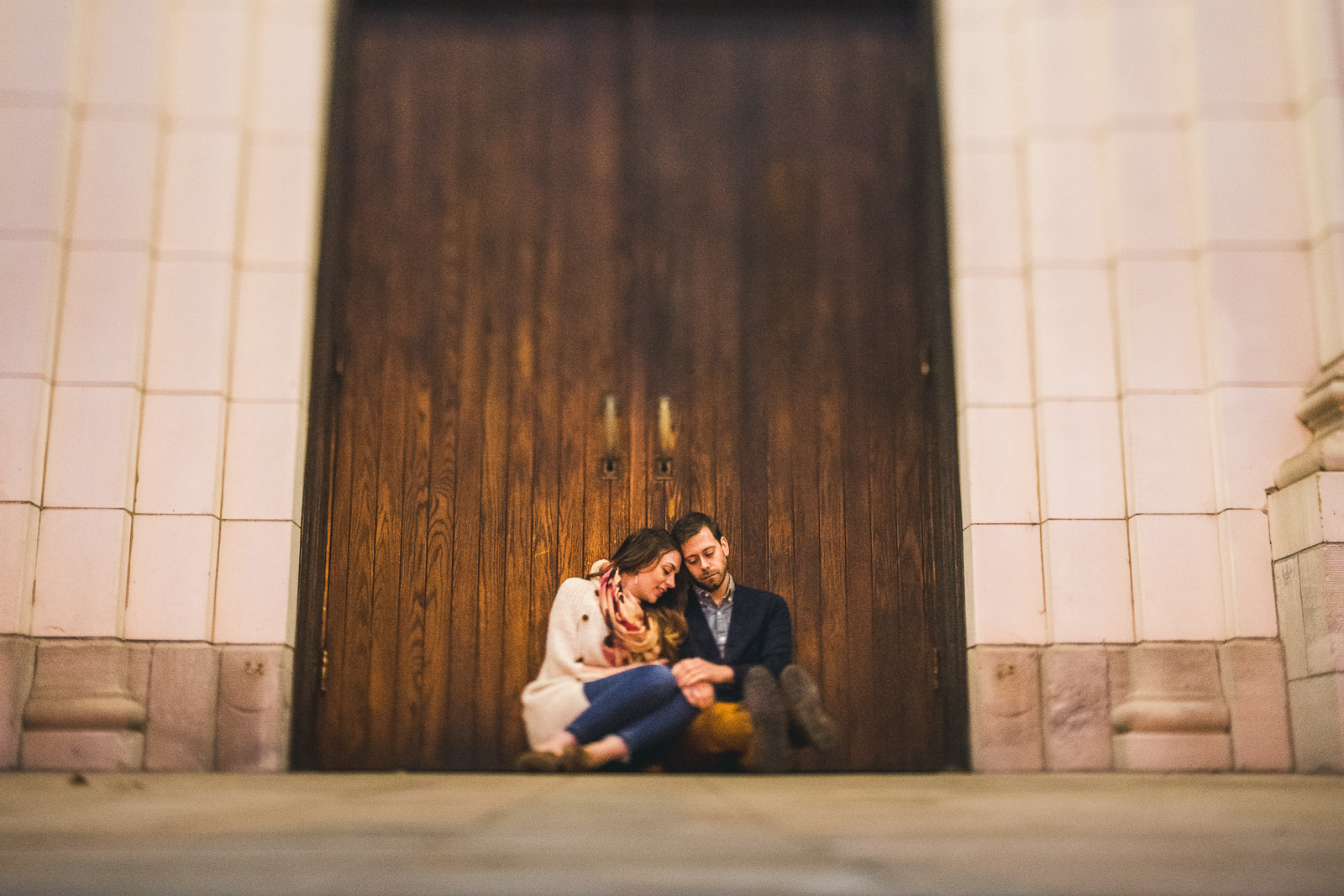17 chicago engagement photo inspo - Bucktown Chicago Engagement Photos // Pearl + Ken
