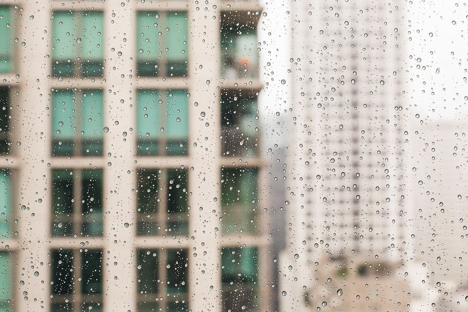 02 rain drops on window - Ivy Room Wedding // Audrey + Tyler