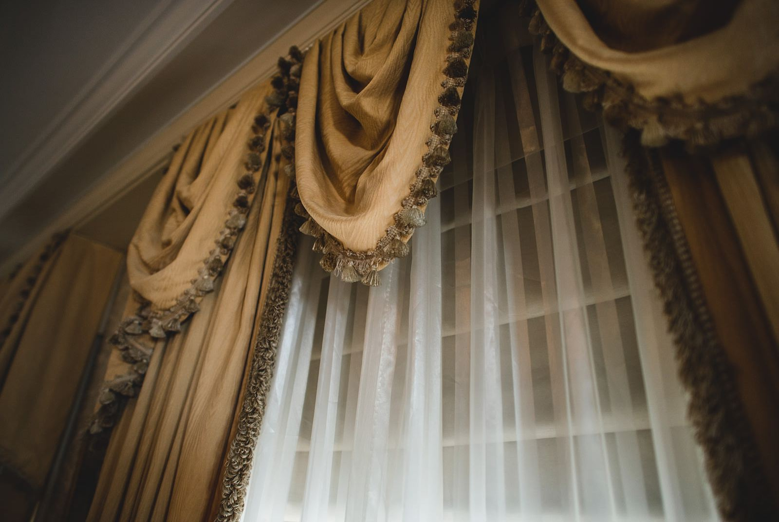 03 drake drapes in hotel - Drake Chicago Luxury Wedding Photography // Kate + Royce
