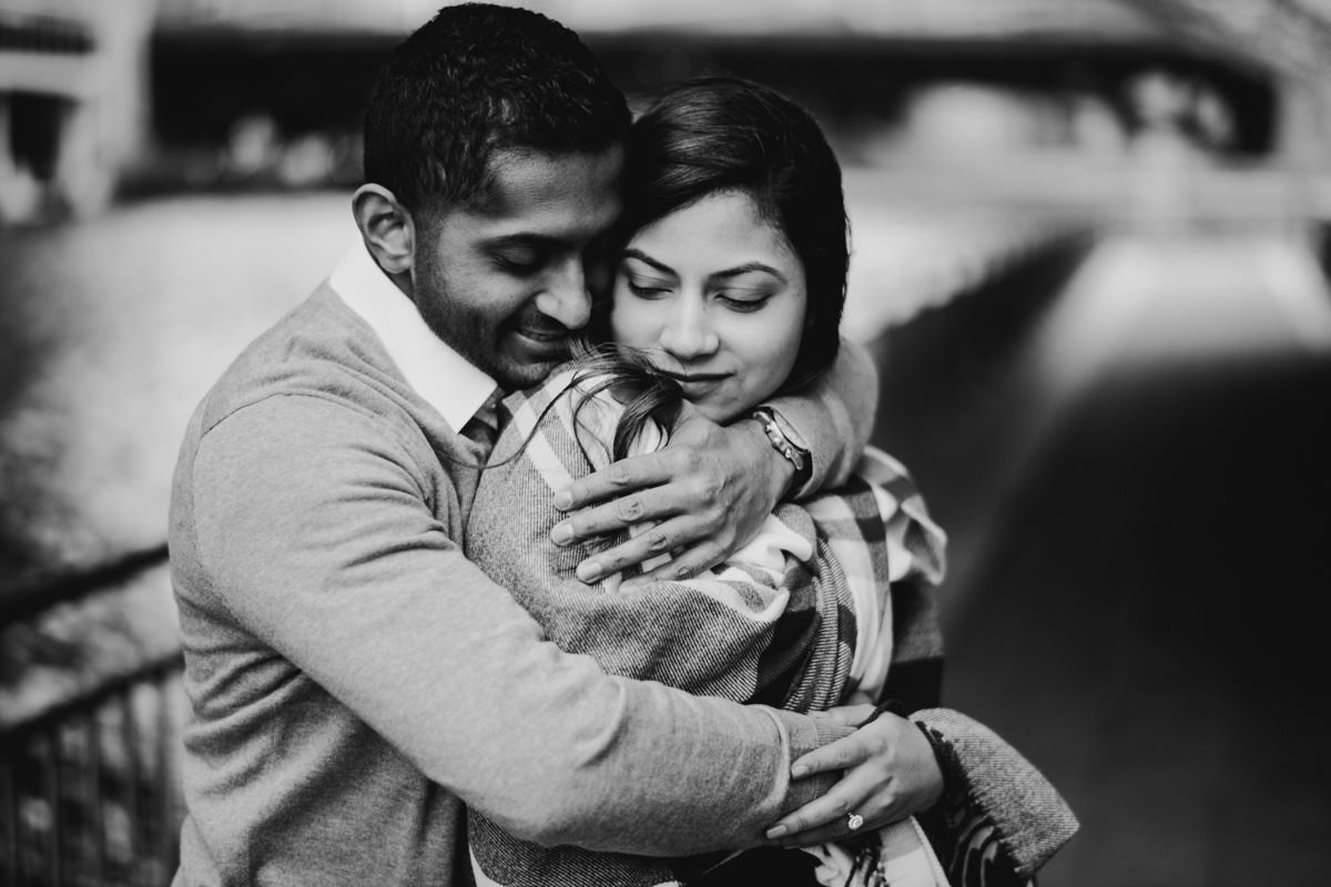 15 intimate engagement session inspiration - Winter Engagement Session in Chicago // Steve + Jasa