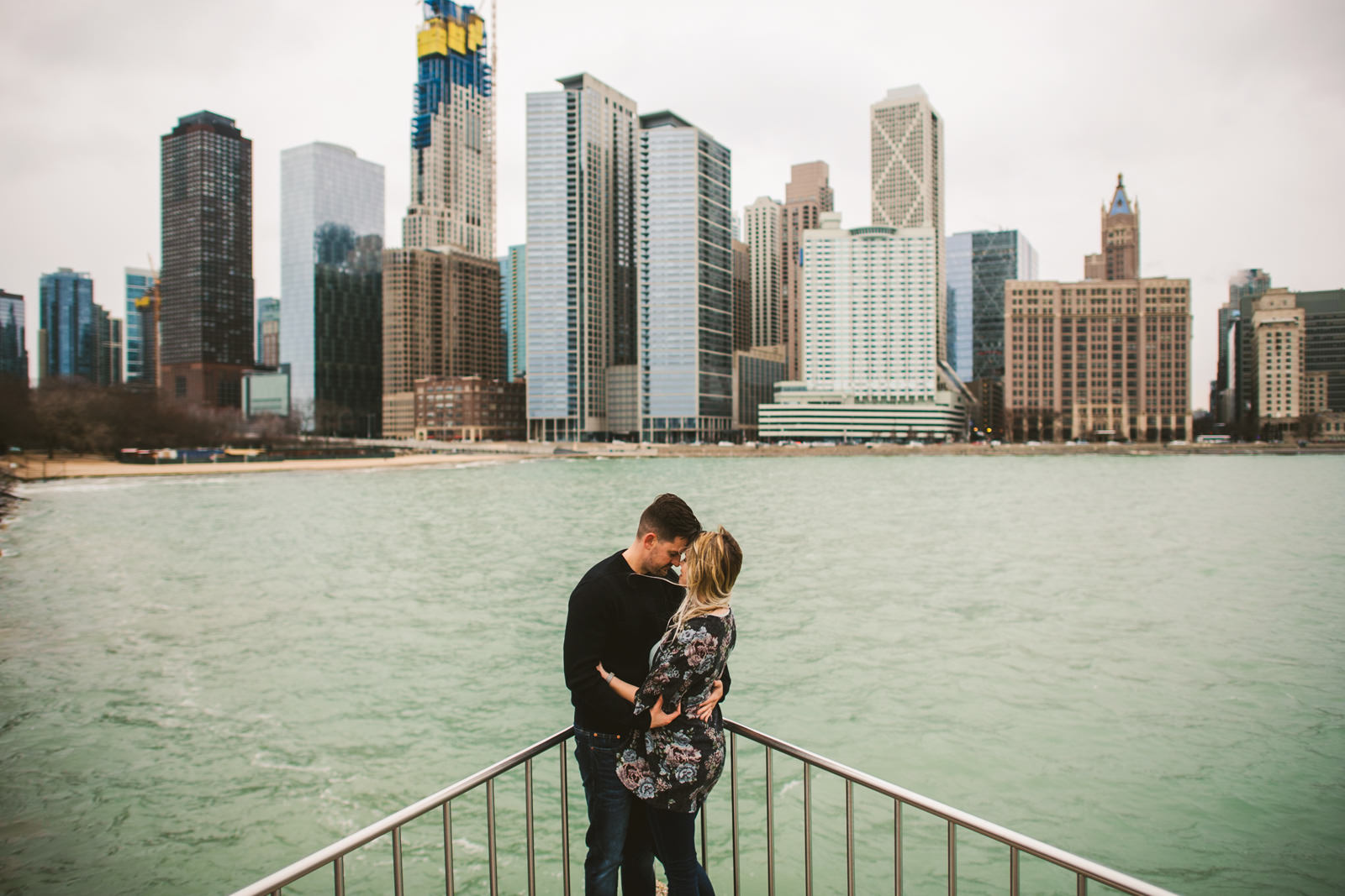 08 lakefront chicago engagement session - Downtown Chicago Engagement \\ Stephanie + Luke