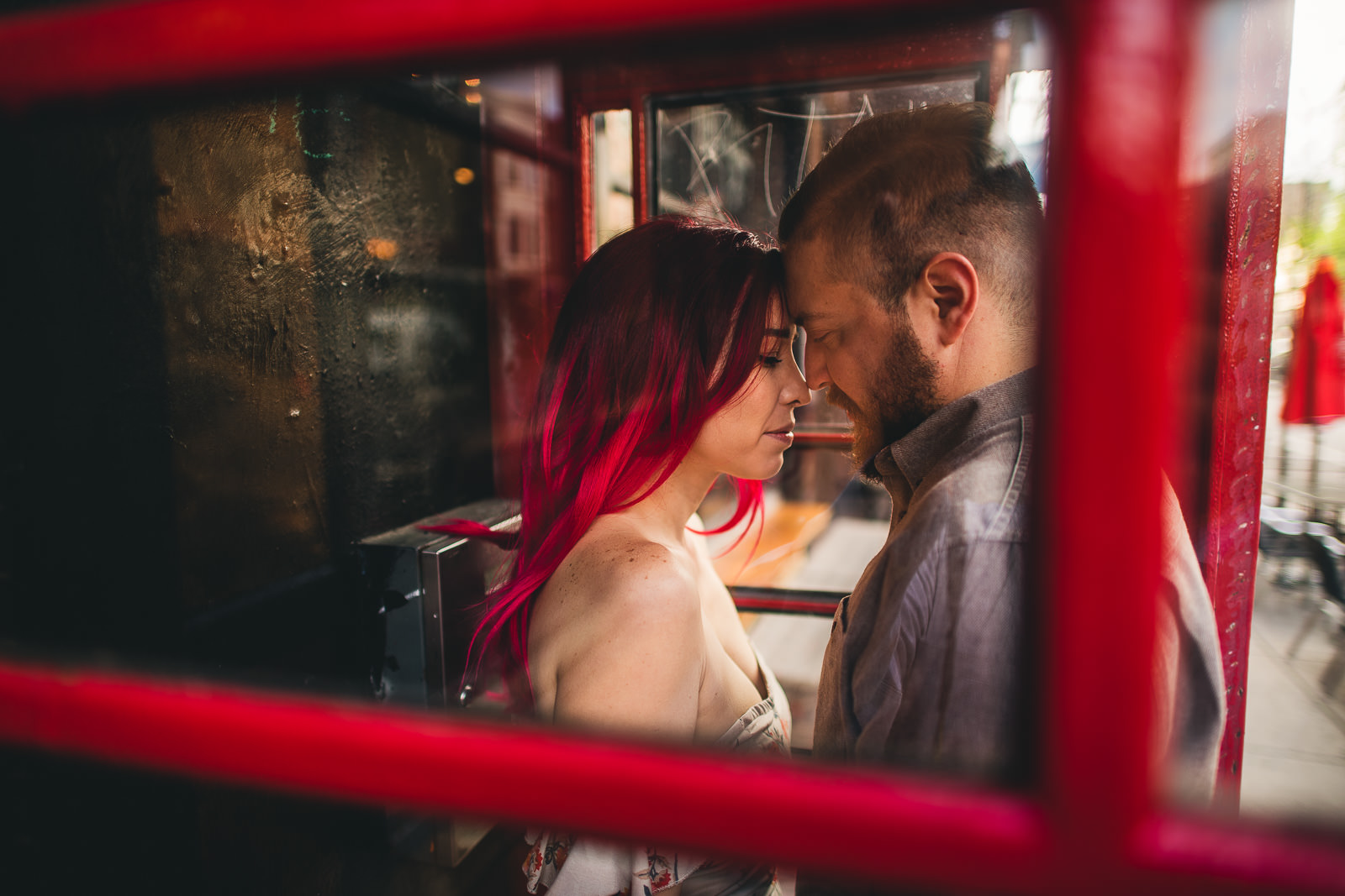 15 wicker park weird best engagement photos - Wes Anderson Chicago Engagement Session / Tam + Rob