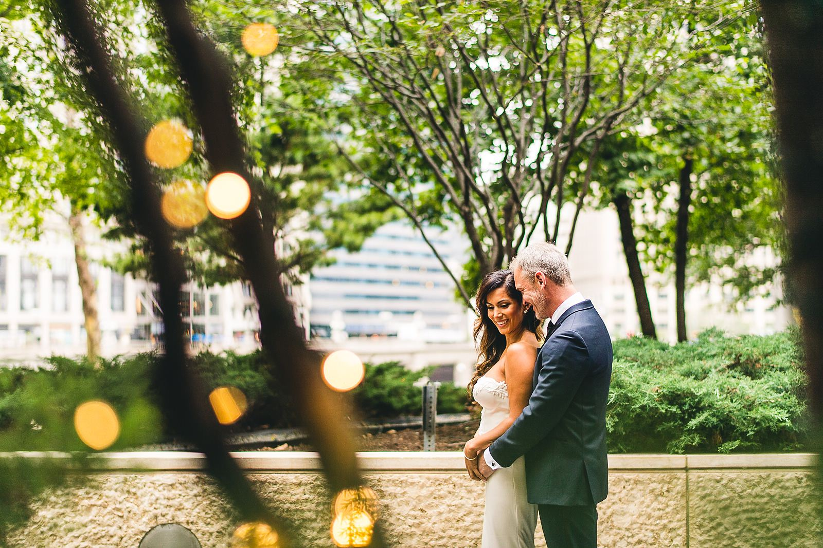 16 creative wedding photos downtown chicago - Intercontinental Chicago Hotel Wedding // Lili + Danny