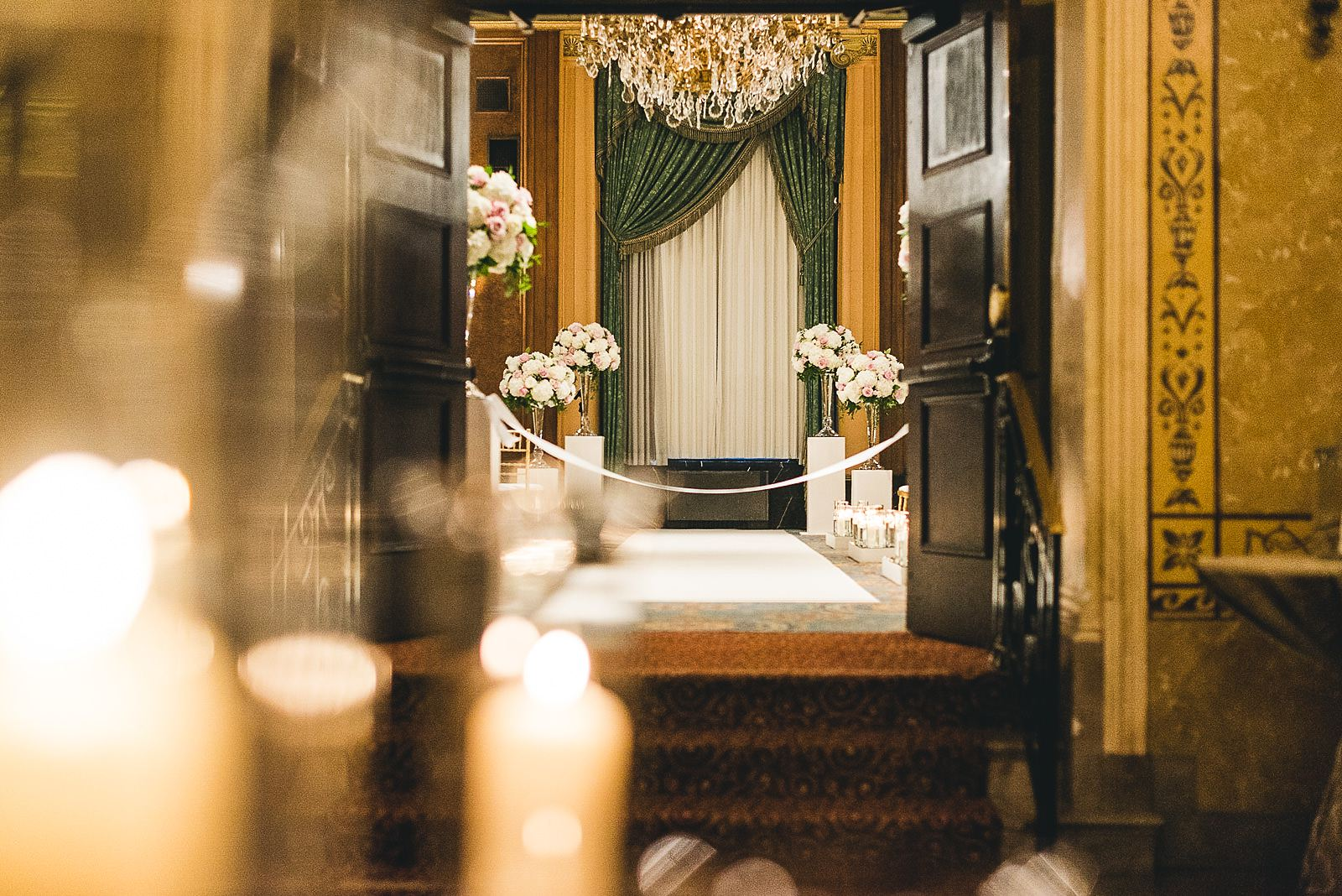 25 best hotel ceremony details - Intercontinental Chicago Hotel Wedding // Lili + Danny