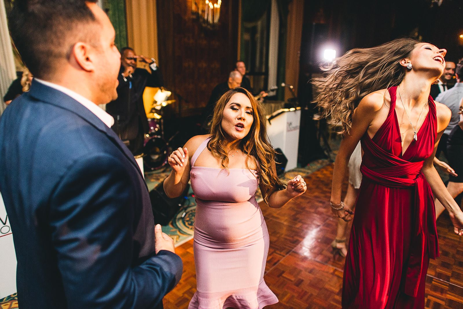 50 fun reception photos - Intercontinental Chicago Hotel Wedding // Lili + Danny