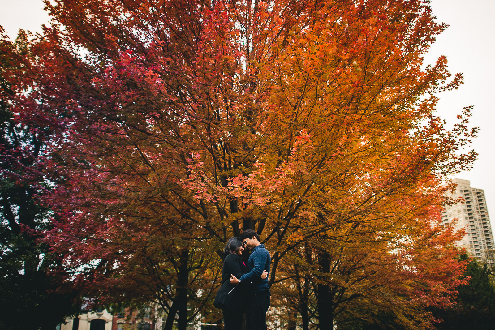 10 chicago fall engagement photos - Downtown Chicago Engagement Session // Mikita + Singh